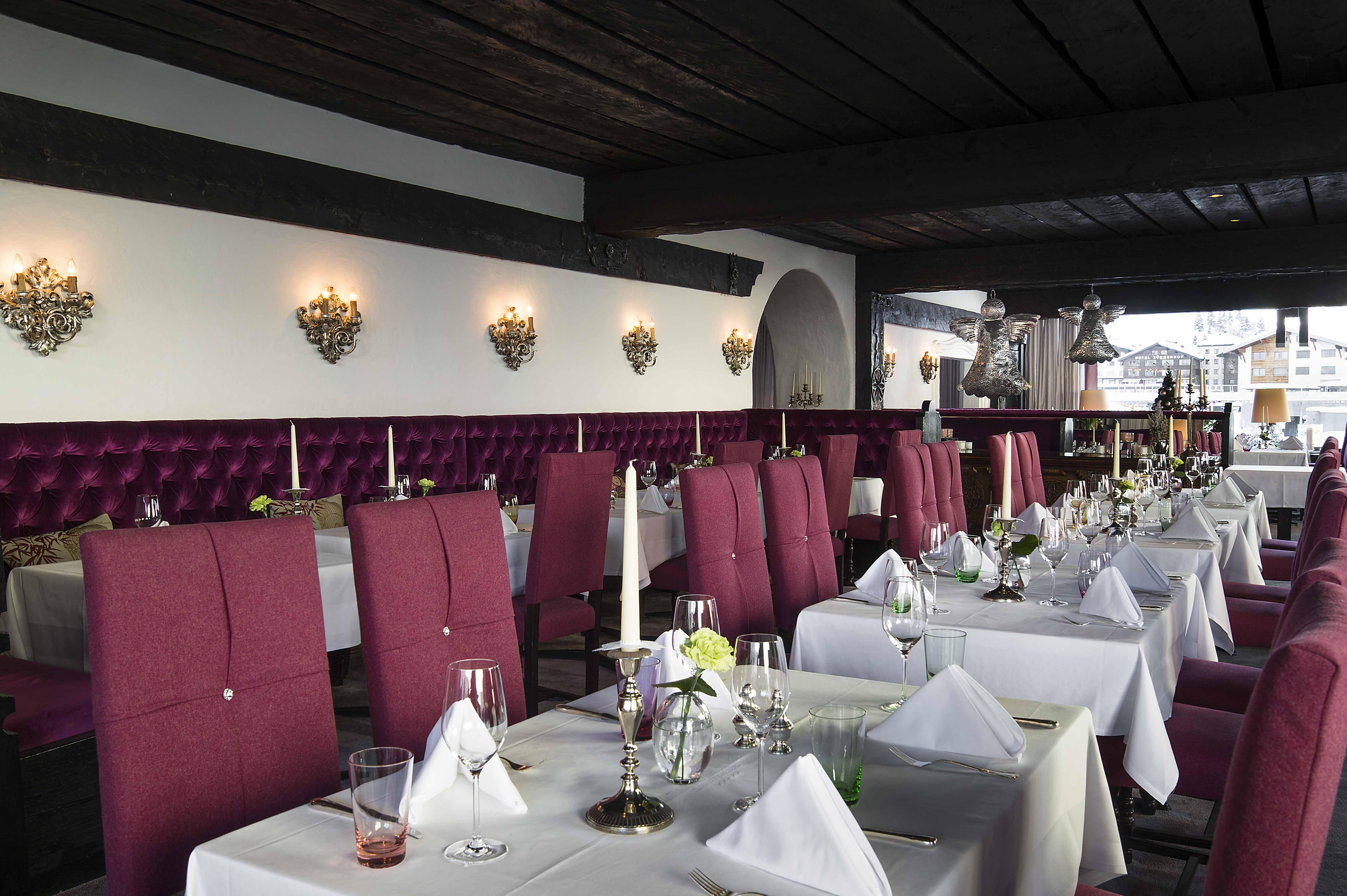 Restaurant Arlberg mit gedeckten Tischen