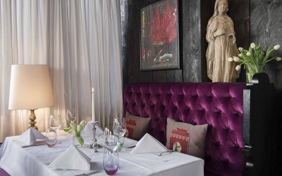 Restaurant mit Madonna