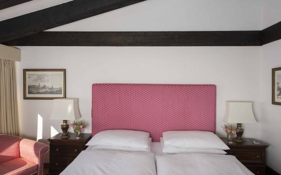 Junior Suite mit rosa Doppelbett