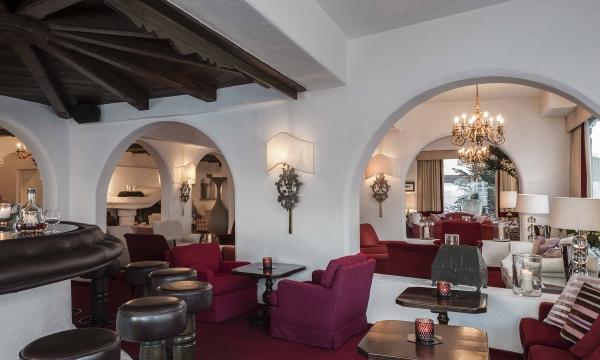 Hotelbar und Lobby am Arlberg